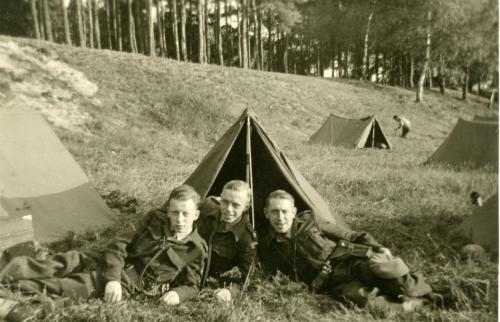 Army Henk with buddies