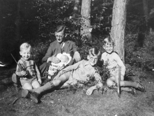 Henk with older brothers, father and baby Stienyke